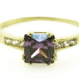 9ct 375 Yellow Gold Ladies Ring with Big Square Amethyst Cubic Center Stone