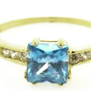 9ct 375 Yellow Gold Ladies Ring with Square Blue Topaz Cubic Center Stone